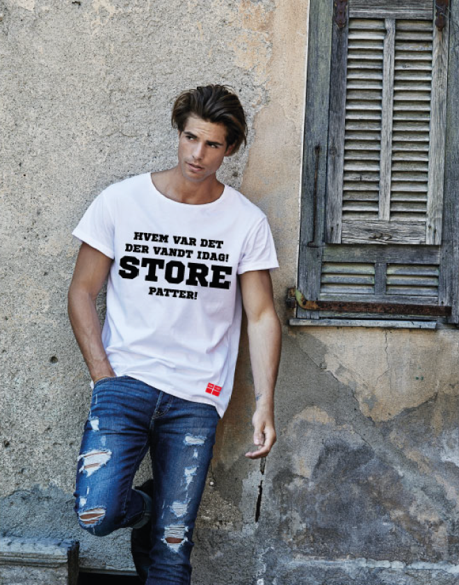 t-shirt-model mand med faniam t-shirt